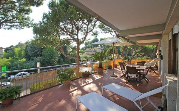 Appartamento Dei Ronchi, Holiday Apartment for rent in Marina Dei Ronchi, Tuscany