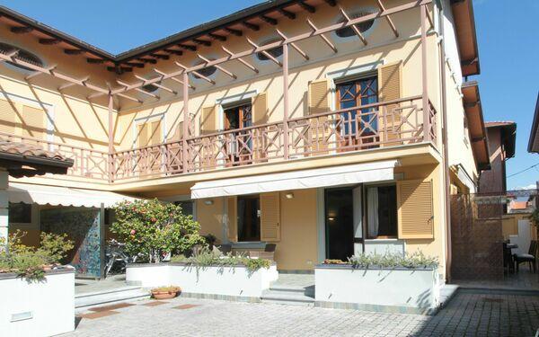 Villa Perla, Apartment for rent in Forte Dei Marmi, Tuscany