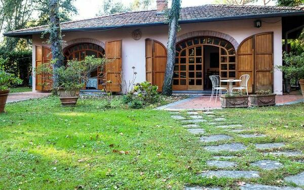 Villetta Frarivi, Holiday Home for rent in Marina Dei Ronchi, Tuscany