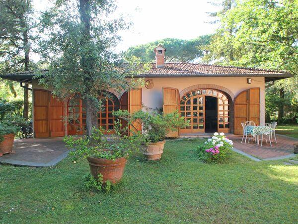 Villetta Frarivi, Holiday Home for rent in Marina Dei Ronchi, Tuscany
