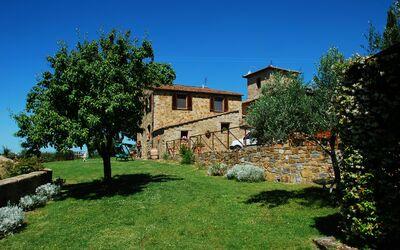 Le Querciole Del Chianti Countryhouse: Overall view