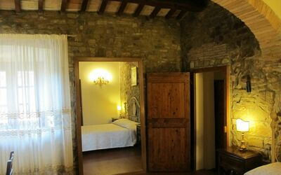 Le Querciole Del Chianti Countryhouse: Bedroom highlight