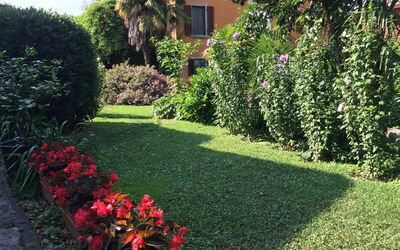 Villa Maria Doria: front garden