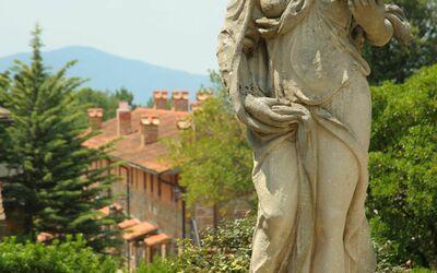 La Piazza Di San Donato