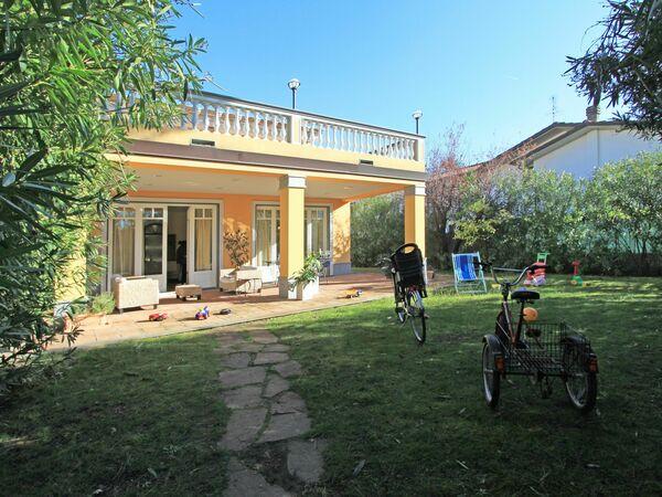 Villa Torri Grande, Villa for rent in Forte Dei Marmi, Tuscany
