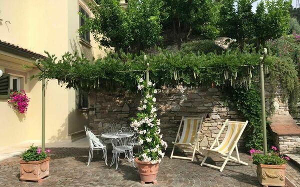 Appartamento Francesco, Holiday Apartment for rent in Massa, Tuscany