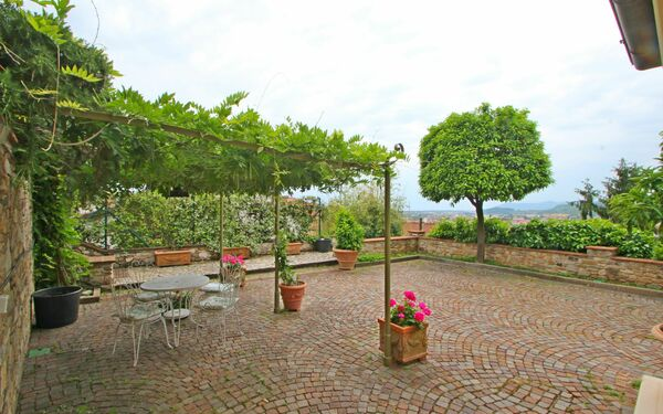 Appartamento Francesco, Holiday Apartment for rent in Massa, Tuscany