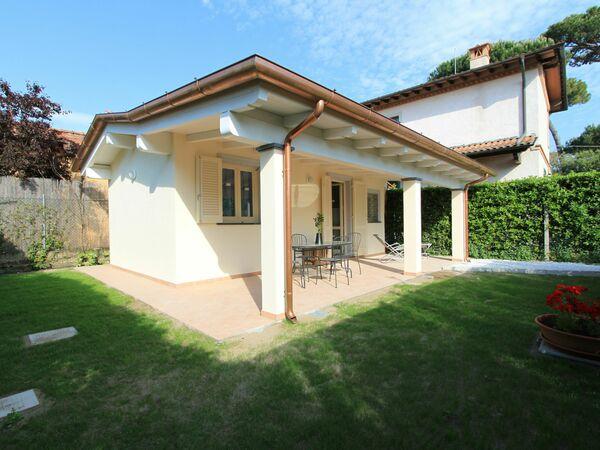 Villa Niccolò, Villa for rent in Forte Dei Marmi, Tuscany