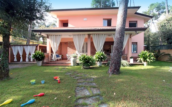 Villa La Lupa, Villa for rent in Pietrasanta, Tuscany