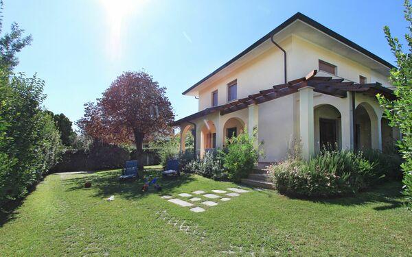 Villa Villa Gino in affitto a Forte Dei Marmi