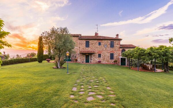 Villa Roncovisi, Villa for rent in Monsummano Terme, Tuscany