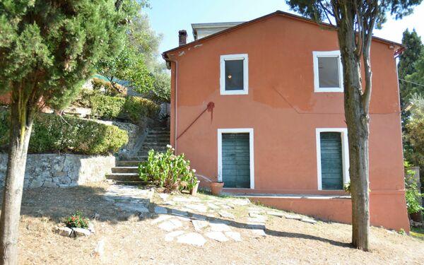 Casale Collina Lagomare in affitto a Massarosa