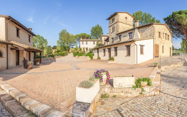 Pulciano Apartments, Country Resort for rent in Montone, Umbria