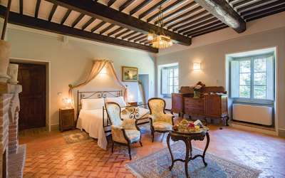 Villa Ivana: Bedroom with fireplace