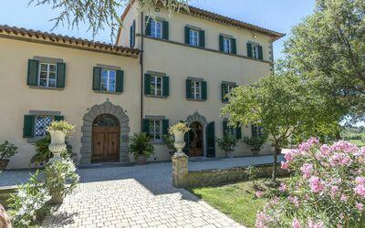 Villa Ivana - Cortona: Front Facade