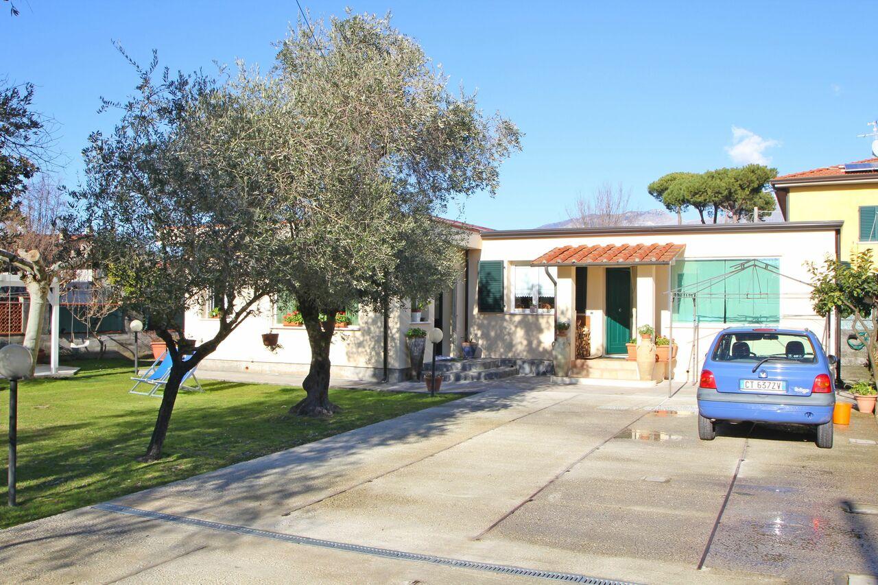 Holiday Home at the Sea in Marina di Massa