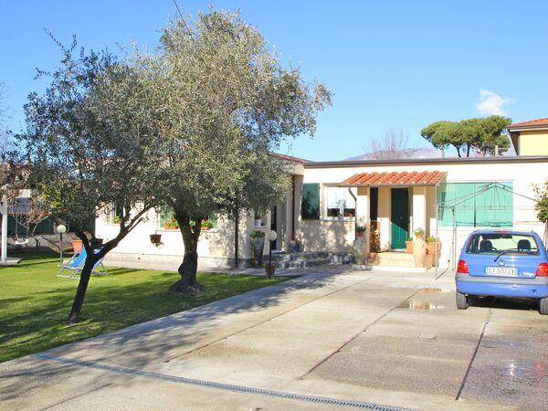 Casa Pola, Holiday Apartment for rent in Marina Di Massa, Tuscany