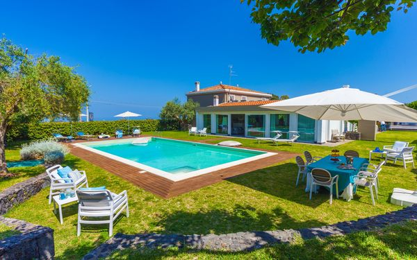 Villa Martina, Villa for rent in Viagrande, Sicily