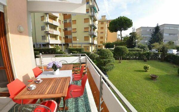 Azzurra, Holiday Apartment for rent in Viareggio, Tuscany