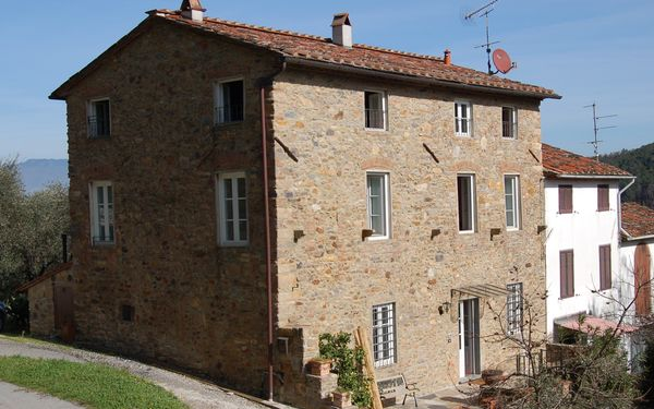 Colle San Giusto, Country House for rent in Capannori, Tuscany