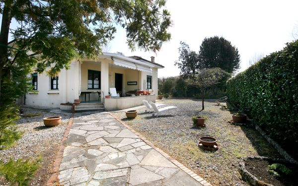 Villa Mazzini, Holiday Apartment for rent in Forte Dei Marmi, Tuscany