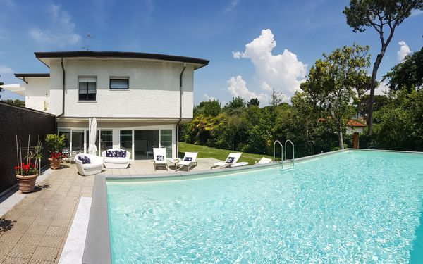 Villa Zoe, Villa for rent in Marina Dei Ronchi, Tuscany