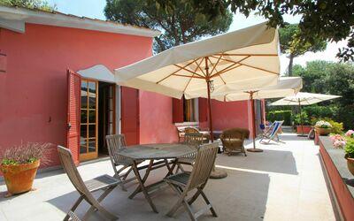 Villa Rosa: Terrace