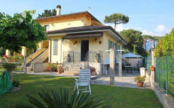 Ferienwohnung Il Giardino in  Marina Dei Ronchi -Toskana