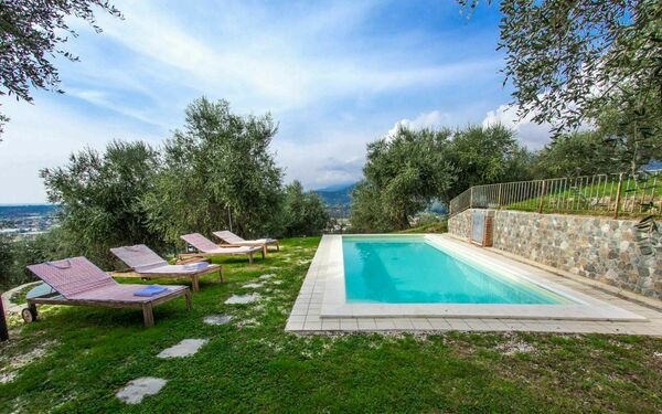 Casa Fabrizio, Holiday Home for rent in Capanne, Tuscany