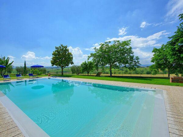 Casale Miro, Villa for rent in Fratticciola, Tuscany