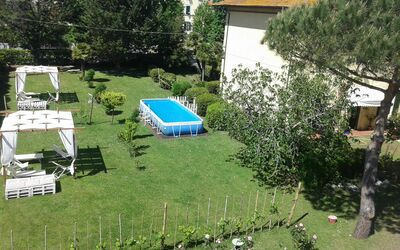 La Villa Dei Ricordi: park with swimming pool