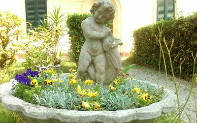 La Villa Dei Ricordi: Detail of the garden