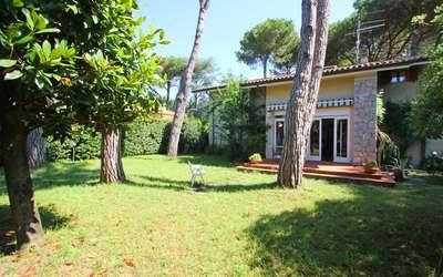 Ai Cerri: Bel giardino da relax