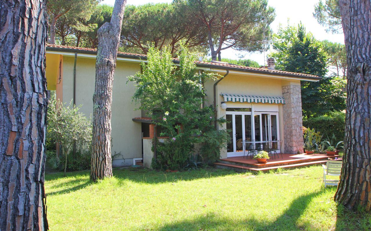 Casa vacanze in affitto a Marina di Massa con terrazza all'aperto