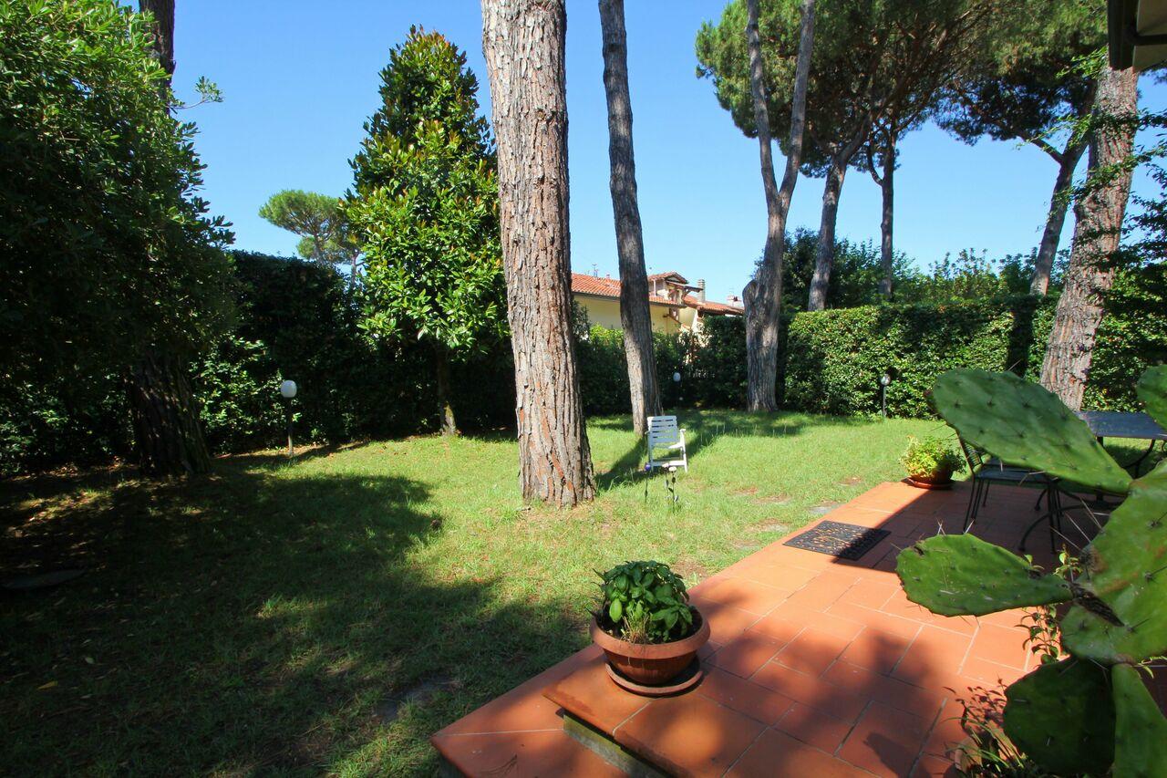 Privater Garten vom Ferienhaus Betty in Ronchi, Toskana