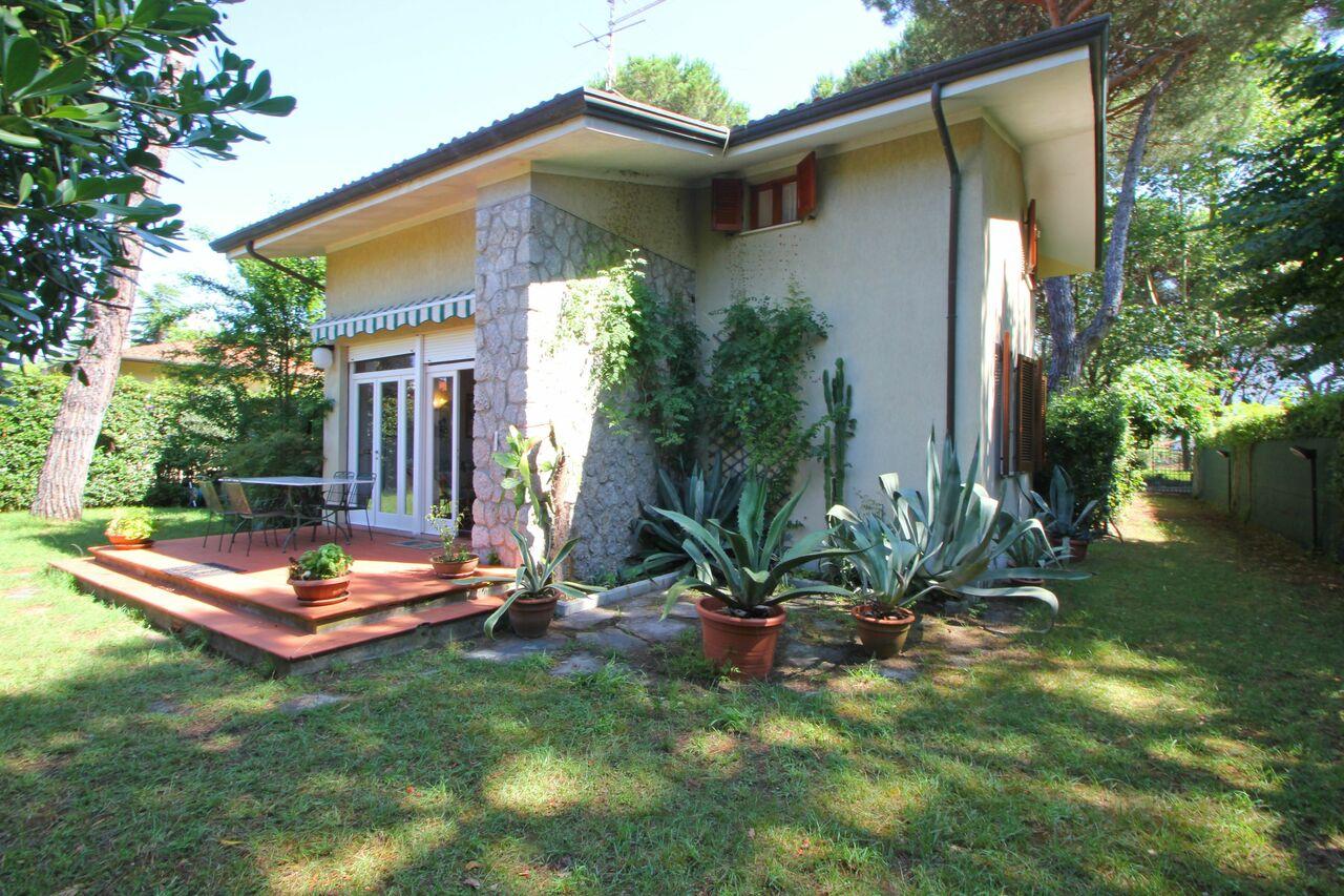 Vorderseite Ferienhaus in Marina di Massa