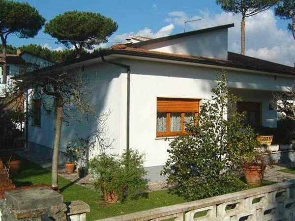 Villa Rosselli, Villa for rent in Capanne-prato-cinquale, Tuscany