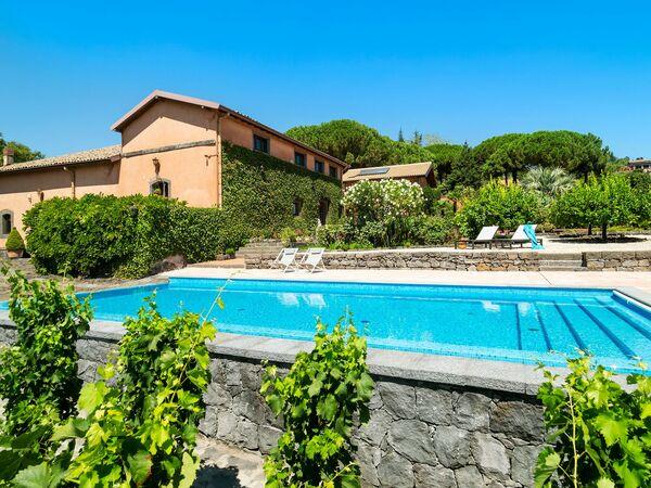 Villa La Rosa in  Pedara -Sizilien
