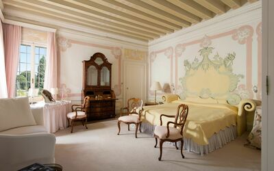 Villa Il Galero: First Floor Double Room (The Pink Room)