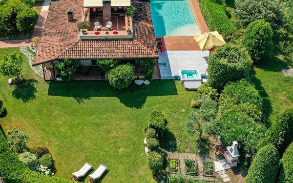 Gardagate - Villa Artemisia, Villa for rent in Padenghe Sul Garda, Lombardy