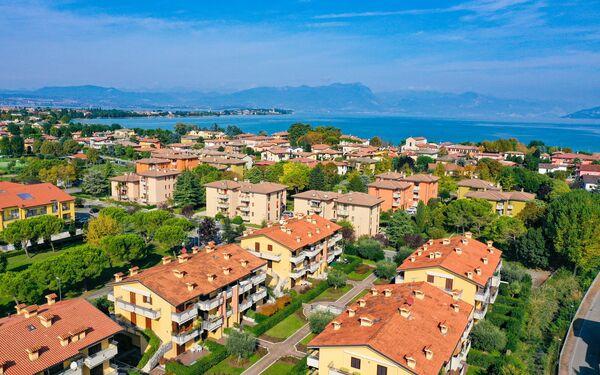 Gardagate - Villaggio Dei Fiori, Apartment for rent in Sirmione, Lombardy
