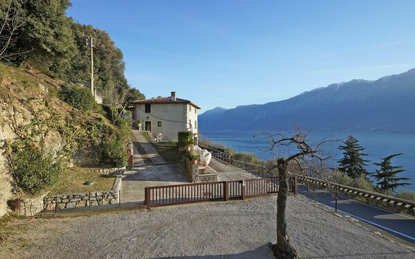 Gardagate - Terrazzina, Guest House for rent in Muslone, Lombardy
