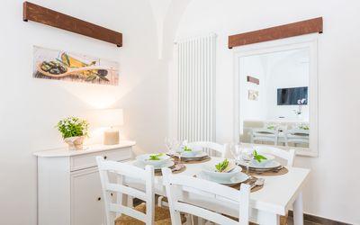 Vista Mare Da Giulia: dining table