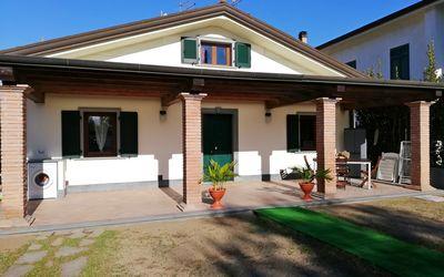 Casa Manuela: casa affitto con giardino a Poveromo