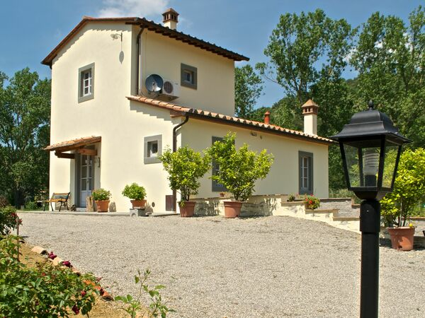 Villa Barbagianni, Holiday Home for rent in Montanare, Tuscany