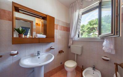 Villa Victory: Bagno con doccia primo piano