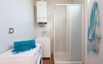 Villa Gabriella: doccia più vano lavanderia
