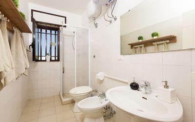 Villa Clodia: bathroom