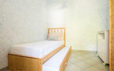 Villa Avion: Camera singola (con letto che si apre all'occorrenza) con accesso al balcone e climatizzatore