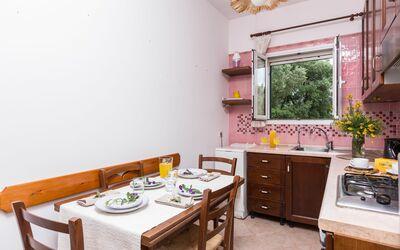 Graziosa Dimora: Cucina con tavolo da pranzo